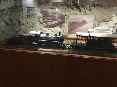 Реших, че модел на работен влак от музея ще е по - интересен от чакащи хора.