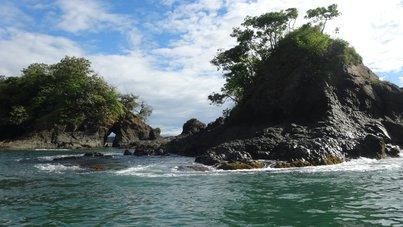 Изглед към малък остров